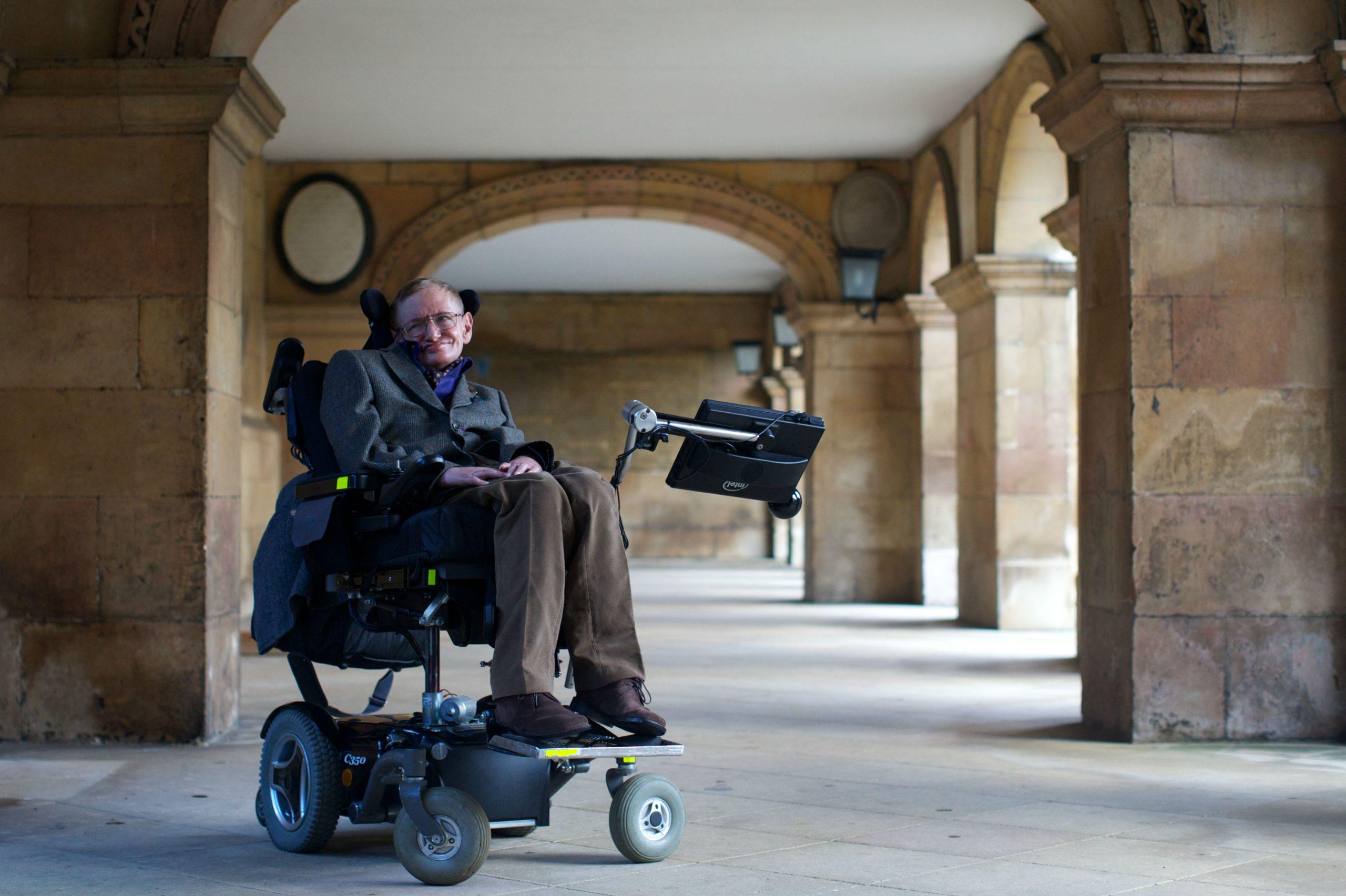 Stephen Hawking una figura científica que nos deja con un universo gigante de teorías